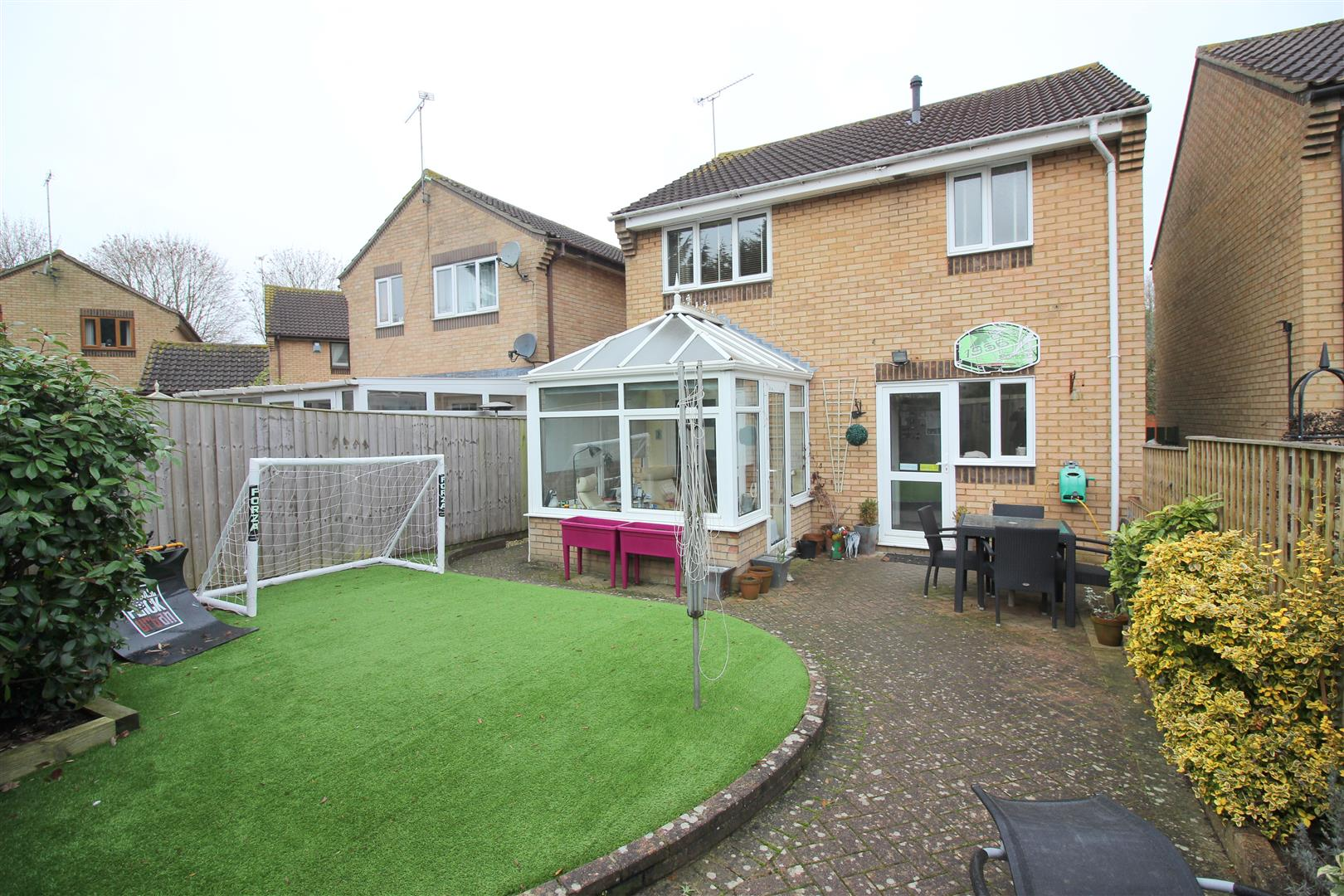 3 Bedrooms Property for sale in Boundary Close, Upper Stratton, Swindon